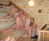 dokkun massage nøgne damer i omklædningsrum